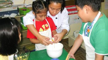 Ivorie teaching baking to young aspiring bakers!